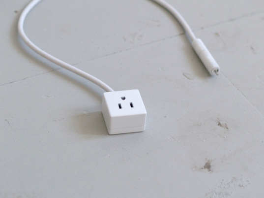 sustainable design, green design, power monitor, outlet regulator, outlet regurgitator, conor klein, risd, green gadgets, smart plugs, leech plug, leech outlet