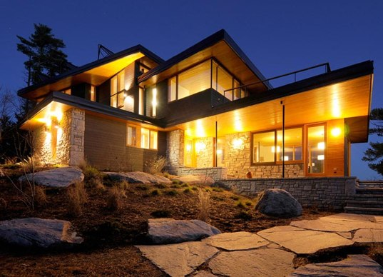 Off grid cliff house harnesses the elements for self for Self sufficient house design