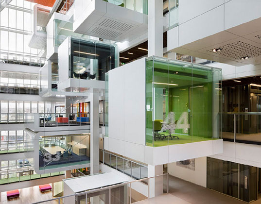 Macquarie bank 39 s green office is part space station part for Ufficio architetto design