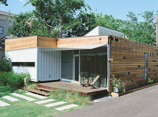 Modern colorful and creative shipping container home in for Container modulable