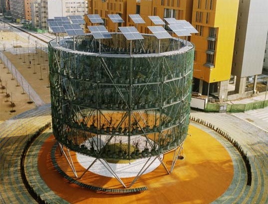 'Air Tree' Structures in Madrid produce Oxygen and Energy