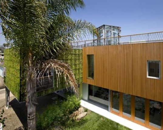 The Brooks Ave House: A Californian Study in Green