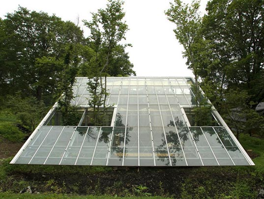 Camouflage House: A Greenhouse Residence