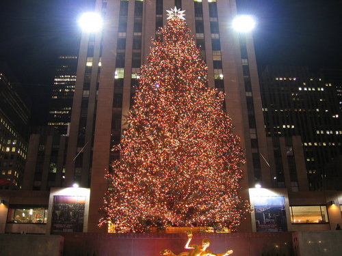 Christmas Tree In Nyc.Nyc Rockefeller Center Christmas Tree Goes Green