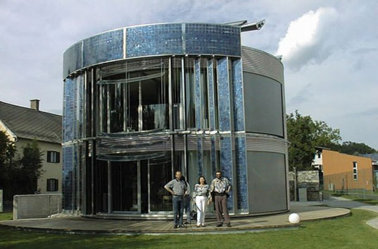 Gemini Haus, Solar house, solar power house, solar panels, rotating solar house, Roland Mosl