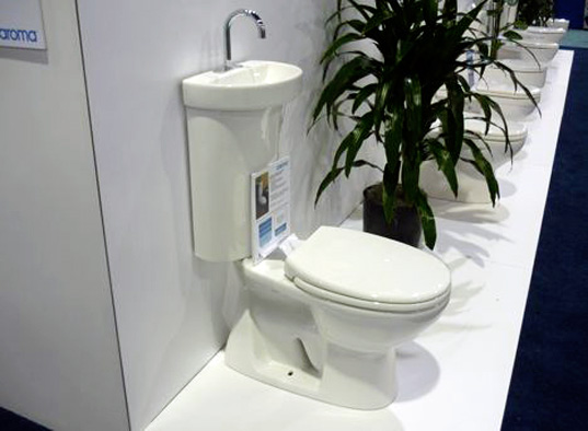 Treehugger reports from greenbuild 2009 inhabitat - Japanese toilet bidet combination ...