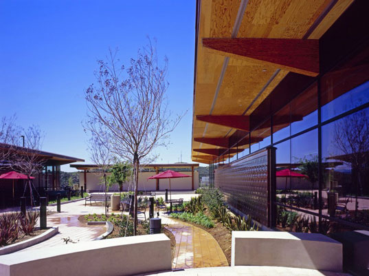 Hok s leed gold certified straw bale building inhabitat for Leed certified house