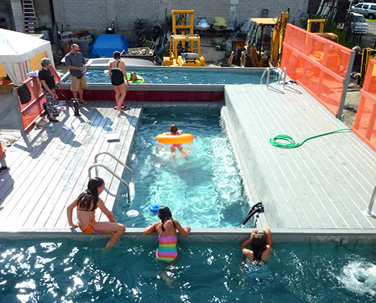 Dumpster dive literally into a guerrilla dumpster pool inhabitat green design innovation - Container als pool ...