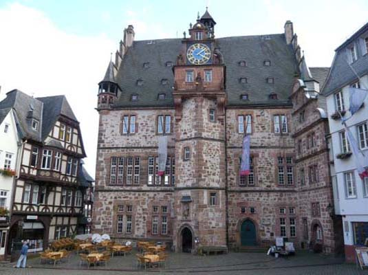 Marburg Germany solar town, Marburg Germany solar law, solar town in Germany, solar law, German energy policy, renewable energy in Germany, renewable energy Marburg, historic Marburg, German solar initiatives, Town Hall