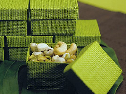 Small Gifts For Wedding Guests: GREEN WEDDING GUIDE: Gifts & Favors
