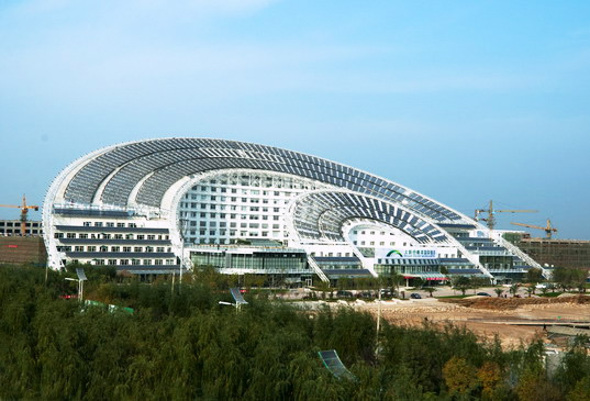 The world 39 s largest solar energy office building shines in for Best home office in the world