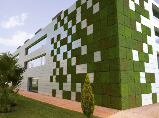 living wall, modular, tile, modular tile, caracasa, bionictile, NOx, air quality, green wall, green roof, building facade, green design, eco design, sustainable building