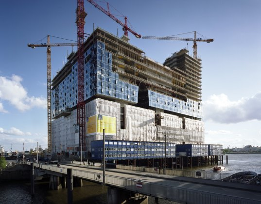 herzon + de mueron, renovation, historic renovation, green renovation, hamburg, germany, concert hall, elbe river, topping out ceremony, green design, sustainable building, eco design, herzog and de meuron, herzog + de meuron