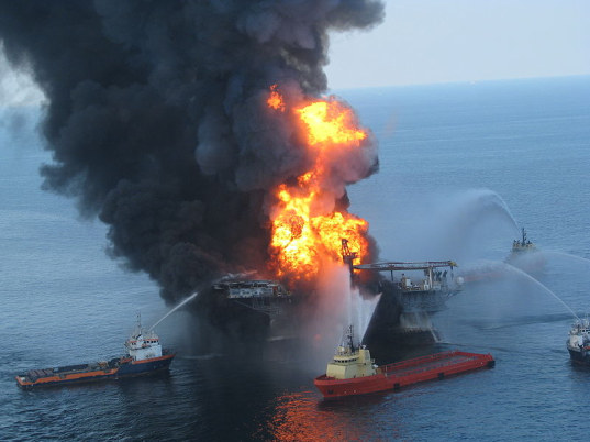 Deepwater Horizon, oil spill, containment cap, top hat, tube to fix oil spill leak, BP, fix Deepwater Horizon, blowout preventer, Gulf of Mexico