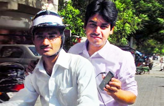 solar powered bike helmet, india, indian students, eco design, bikes, biking, bicycle, helmet, green design, safety, sustainable design, wind power, clean power, clean energy, solar power