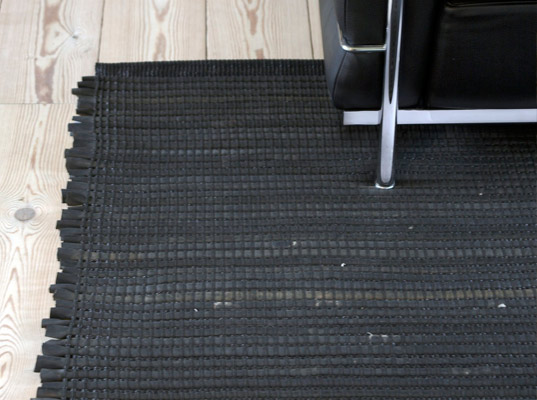 woven textiles, recycled bicycle tires, annemette beck, green design, eco design, sustainable design, denmark, area rug