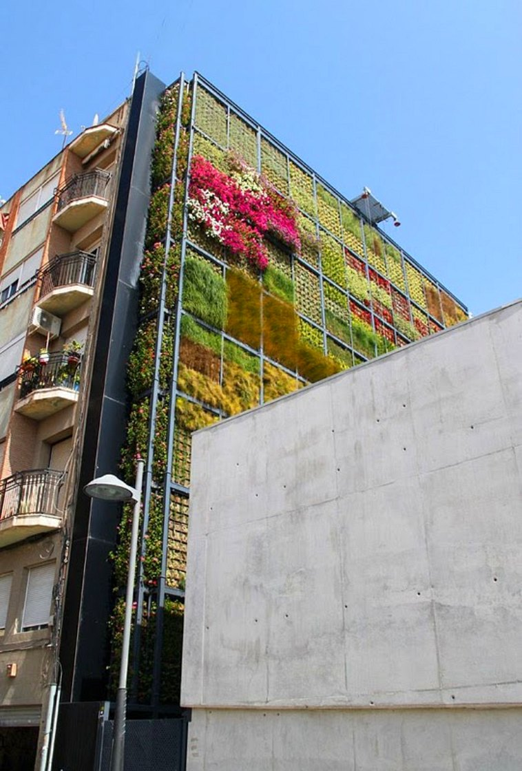 http://inhabitat.com/wp-content/blogs.dir/1/files/2010/07/Vertical-Garden-in-San-Vicente-2.jpg