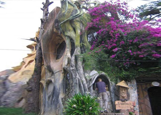 hang nga, hang viet nga, crazy house, crazy treehouse, treehouse hotel, vietnam, dalat, gaudi architecture, eco architecture, green design, eco hotel, eco tourism, weird hotel, spooky hotel, crazy hotel