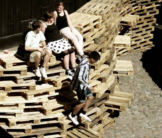 Aarhus School of Architecture, pallet instalation, pallet pavillion, repurposed pallets, wood pallets, sustainable design, green design, recycled materials, green building