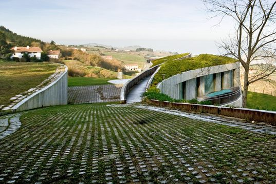 Cantabric Coast home, green roof home, natural daylight, home built in hill, Spain green roof, Peña Ganchegu