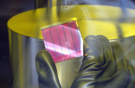 thin film solar cell, amorphous silicon solar cell, inventux  technologies, gijs van elzakker, silane, hydrogen, green technology,  solar power, sustainable design