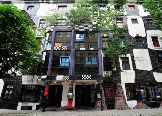 kunsthaus wien, green museum , Friedensreich Hundertwasser, weird architecture, art, museum, mismatched windows, vertical walls, tree tenants, green architecture, eco architecture, green design, vienna, austria, green roof, living wall, roof garden