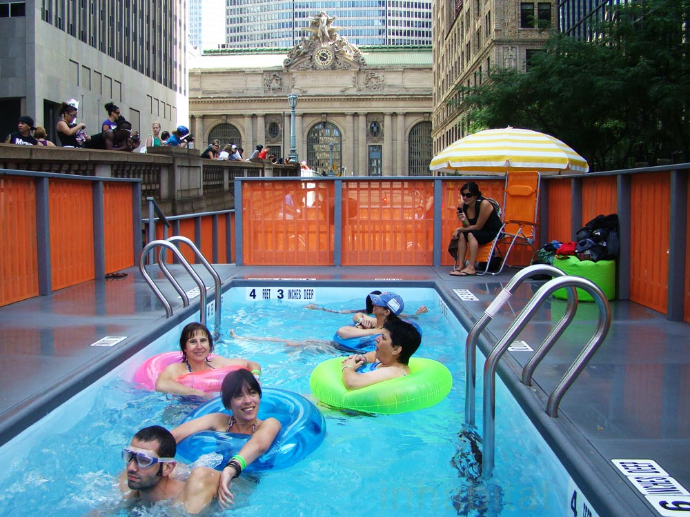 Photos nyc dumpster pools make a splash with all ages for Latest swimming pool