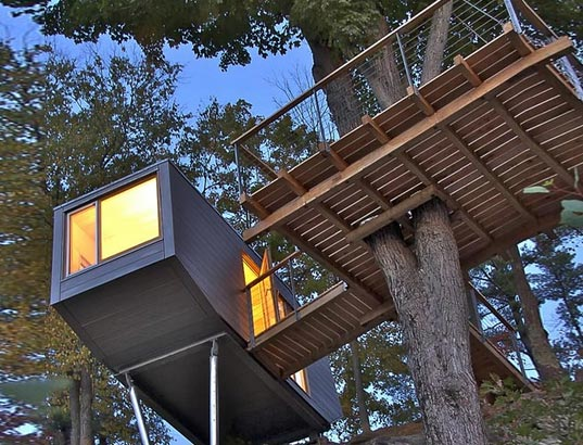 Great ... By A Superthin Catwalk, And Features A Killer Balcony/deck That Is  Almost The Same Size As The Miniature Living Space. Called The Cliff  Treehouse ...