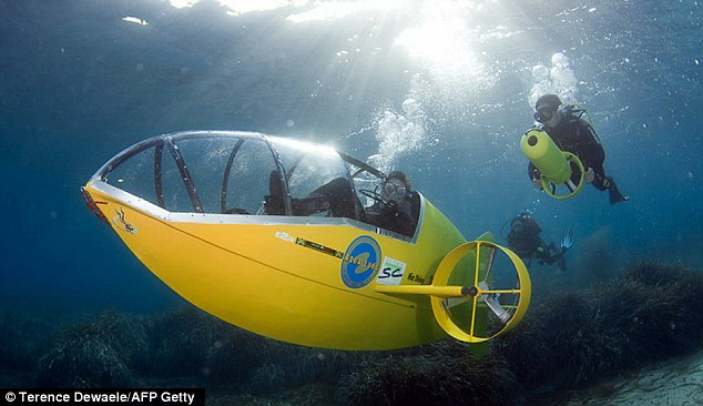 france, pedal-powered submarine, submarine, yellow submarine, scubster, pedal-powered submarine, french pedal powered submarine, scubster pedal power, scubster french submarine