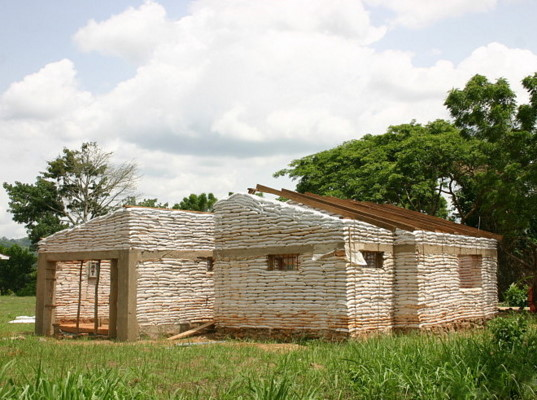 Inhabitat Reader Builds Sustainable Homes In Ghana Earth