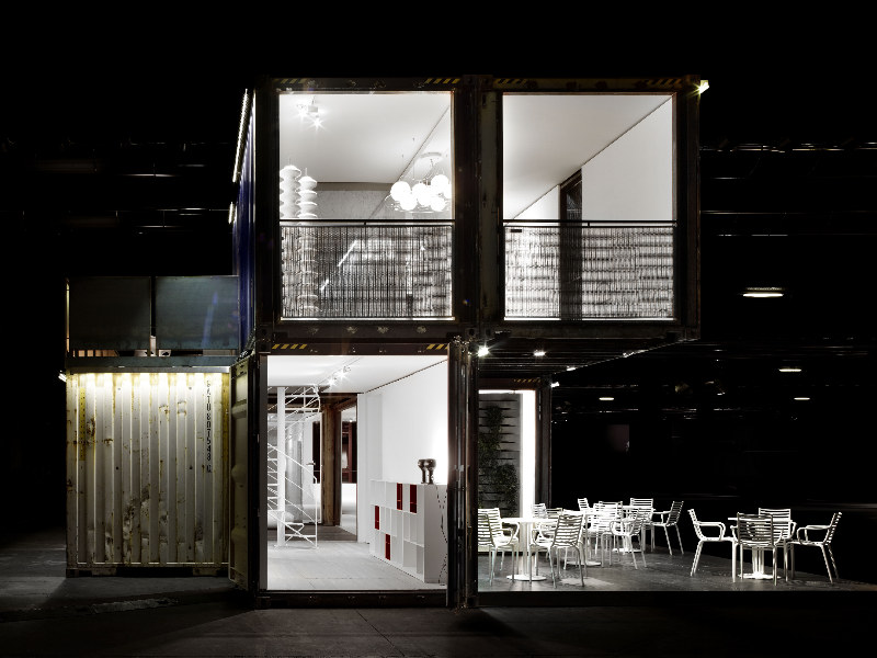 green frame house, green design, sustainable architecture, shipping containers, shipping container house