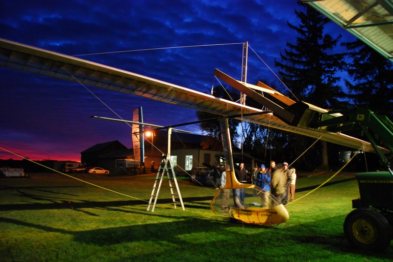 human powered ornithopter, da vinci ornithopter, ornithoper record breaker,  flight ornithopter, reichert ornithopter, university of toronto ornithopter, flight aviation, aviation record breaker, ornithopter flight