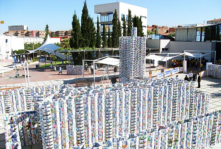 Milk Carton Castle, Facultad de Arquitectura de Granada, Recycled Materials, reused materials, recycled sculpture, recycled sculpture Guinness record, worlds largest recycled sculpture