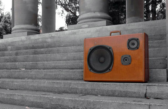 boombox, boomcase, radio, stereo, green design, eco design, eco architecture, recycled materials, upcycled, suitcase