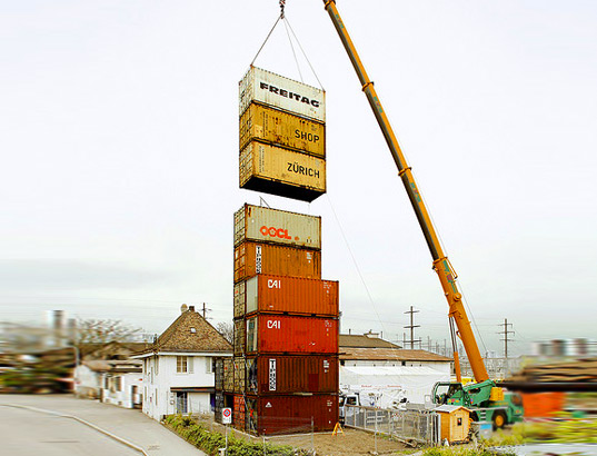 Freitag store is world 39 s tallest shipping container for Structure container maritime