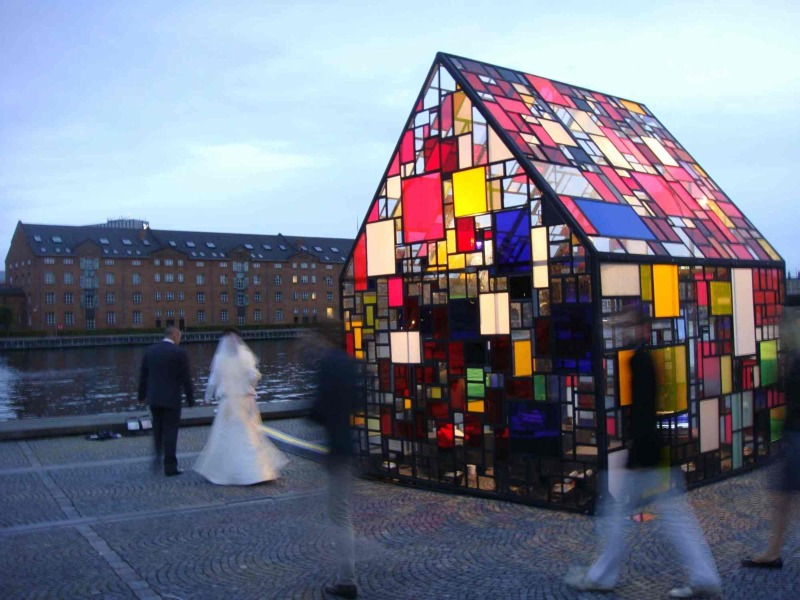 kolonihavehus, tom fruin, copenhagen, outdoor sculpture, reclaimed plexiglass, recycled materials, green design, eco design