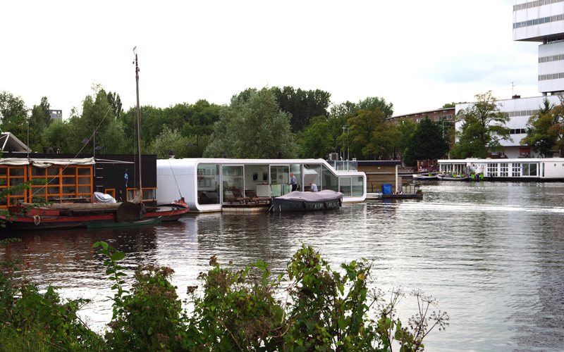watervilla de omval, +31 architects, amsterdam, houseboat, floating house, green design