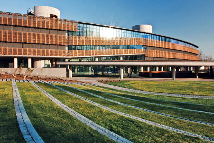 +arquitectos, Chile green building, Daylighting, Empresas Transoceánica, Green Building, green office park, tucked under parking