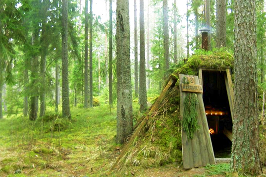 Grass Blanketed Huts Make Up Sweden S Most Primitive Hotel