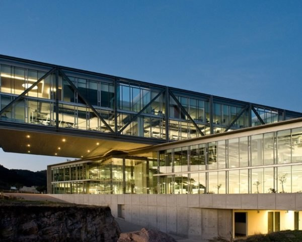 green roof, garden roof, Mexican green building, largest cantilevered building, KMD Architects, automated lighting,