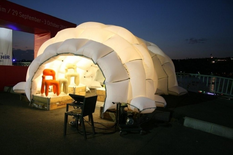 Design & Tent Made From Inflated Airbags is a Prefab Pneumatic Gallery ...