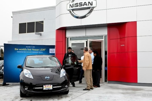 nissan, leaf, all electric vehicle, green transportation, eco car, electric car,