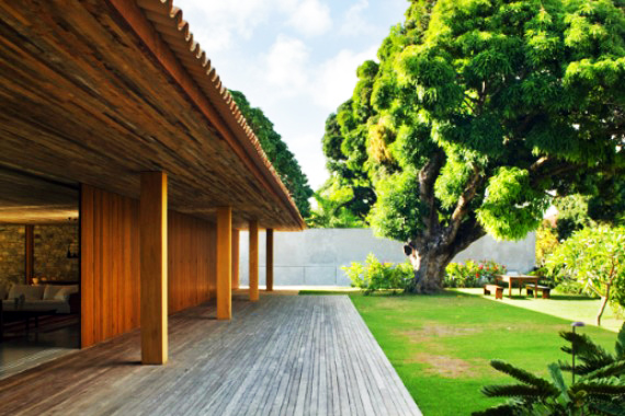 Brazilian House Harnesses Natural Materials And Smart
