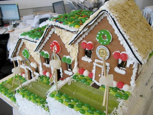 green gingerbread house, gingerbread house, green home, green house, green design, eco design, sustainable design, eco house, modern gingerbread house, ginger bread house, ginger bread, gingerbread
