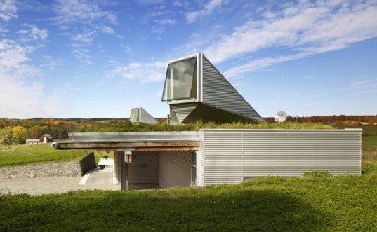 eco building, Canadian green building, green roof, green roof house, canada green roof, light scoop, galvalume siding, groundsource heat pump, geo thermal,natural daylighting, eco roof, green home, low profile home, Ian MacDonald, Meadow house