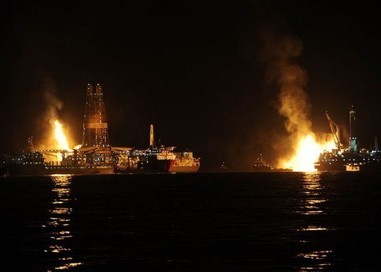 obama offshore drilling, offshore drilling regulations, drilling regulations, gulf oil spill, deepwater horizon, gulf coast oil spill, how do oil spills happen, obama administration oil regulation, oil regulation government