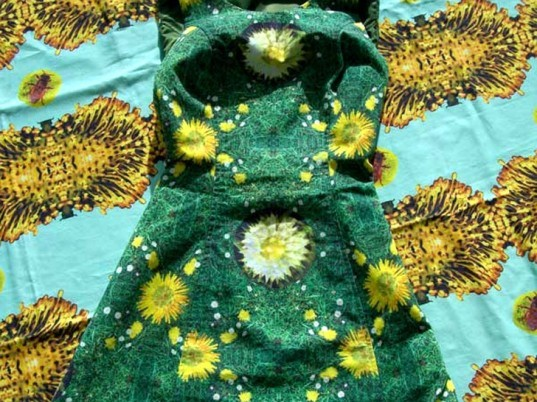 Karen Ingham, eco-fashion, sustainable fashion, green fashion, ethical fashion, sustainable style, artificial pollination, how to pollinate plants, bee pollination, bee keeping garments, bee keeping clothers, pollinator frocks, pollinator clothes, natural pollinators, man made pollinators
