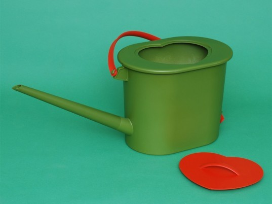watering can, fertilizer, urine, compost, green, eco, sustainable, gardening, plants, liquid gold, green design, sustainable design, waste reduction, natural fertilizer, urine watering can