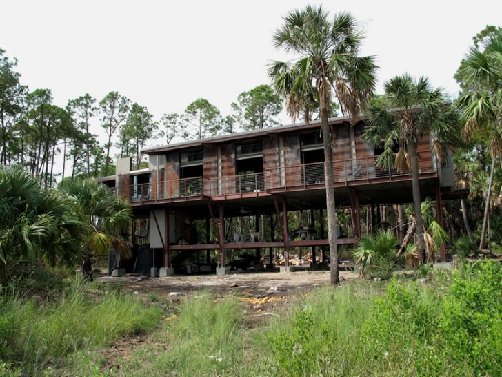 Off grid disaster proof prefab steel home in south for Carolina island house cost to build