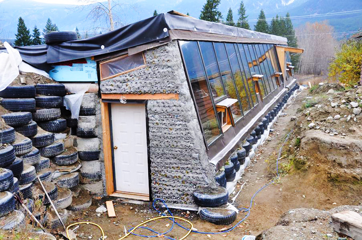 Amazing This Incredible Home Is Made From Old Tires And Pop Cans Home Interior And Landscaping Mentranervesignezvosmurscom